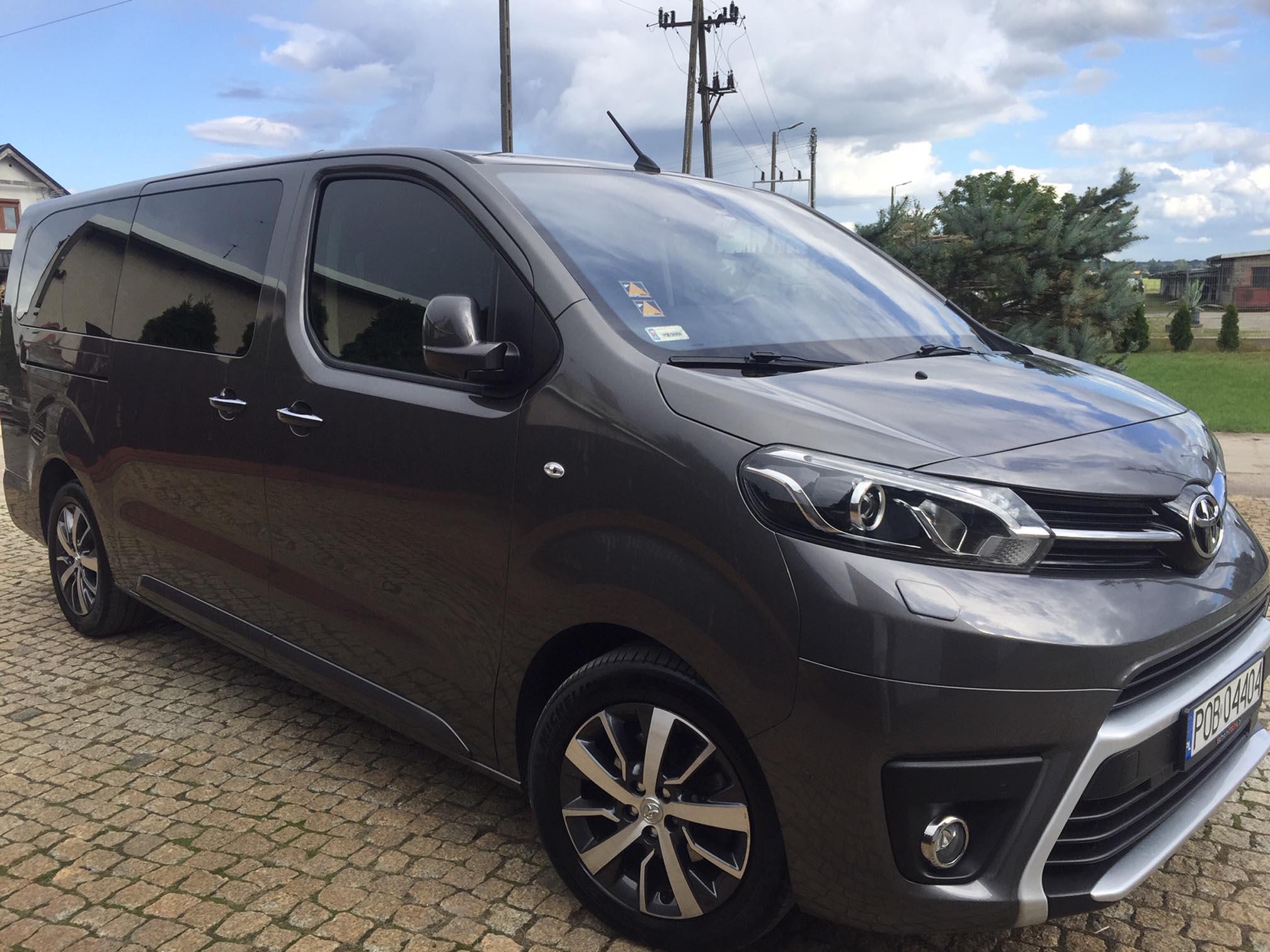 Luksusowy bus do wynajęcia, Toyota PROACE dla siedmiu osób, województwo wielkopolskie
